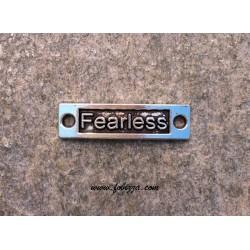 """1 τεμ, 15x9 χλστ, Μεταλλικό, Λέξη σε Ορθογωνιο με 2 Συνδέσμους, """"Fearless"""", Ασημί Αντίκας"""