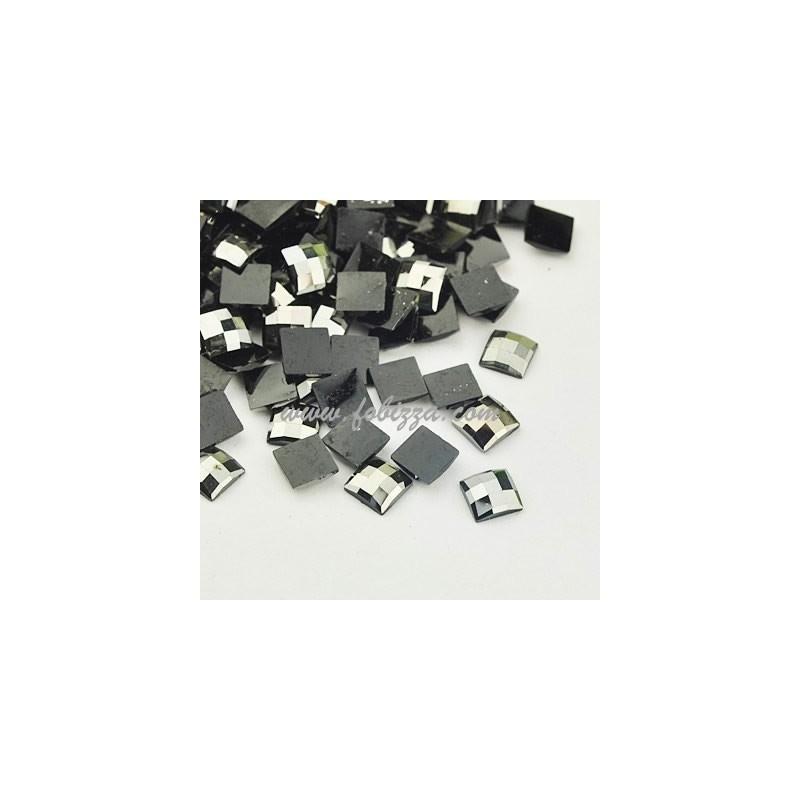 10 γρ/300 τεμ περίπου, 5x5x1.5 χλστ, Ρητίνη Καμπουσον πολύπλευρες ίσιες στο πίσω μέρος χάνδρες, Ασημί